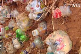 Цеглини з пластикових пляшок: як у ПАР позбуваються відходів