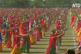 2100 індійок виконали танець з мечами та встановили рекорд Гіннеса