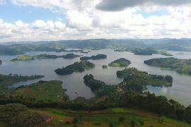 Угандійське озеро Буньоні приваблює туристів красою та безтурботністю