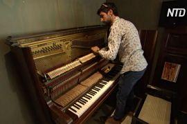 Два австралійські піаністи рятують старі фортепіано