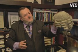 Колекція з історією: австралієць збирає перуки знаменитих юристів