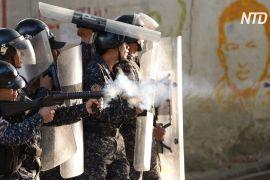 «Це диктатура»: протест венесуельців зупинили сльозогінним газом