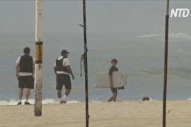 Серфінг на карантині: у Ріо-де-Жанейро пляжі й далі ваблять людей