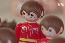 Чеських іграшкових чоловічків одягли в маски