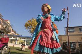 Німецькі клоуни підбадьорюють стареньких людей