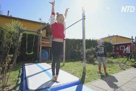 Німецькі гімнастки тренуються удома