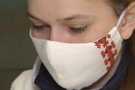 Маски для обличчя з українськими символами допомагають поліпшити настрій в умовах пандемії