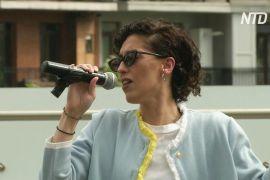 Концерт біля готелю в Тбілісі: співачка підтримує людей під час карантину
