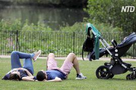 Прем'єр-міністр Великої Британії закликав людей виходити в парки