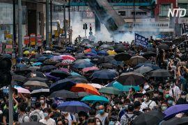 Сльозогінний газ і перцевий спрей: поліція Гонконгу заарештувала близько 80 протестувальників
