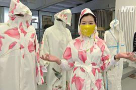 Пекінська дизайнерка створює гарні маски й захисні костюми для жінок