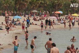 У Греції через велику спеку пляжі відкрили завчасно