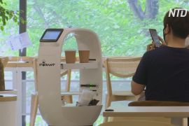 У південнокорейській кав'ярні роботи замінили персонал