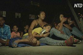 Кінотеатр на даху: мешканцям нетрів Каракаса допомагають пережити карантин