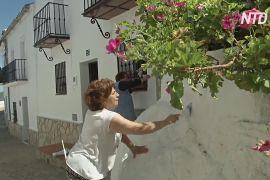 Через пандемію традиційне вибілювання будинків на півдні Іспанії почалося пізніше