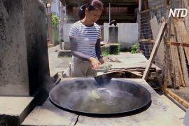 Цзунцзи на дров'яній печі: жителька Гонконгу готує попри спеку
