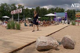 Позасмагати в центрі міста: у Вільнюсі зробили власний піщаний пляж