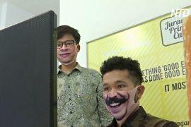 Творчість під час пандемії: індонезієць і малазієць створюють креативні маски