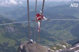Акробати виконали трюки серед Альп, щоби підтримати всіх артистів