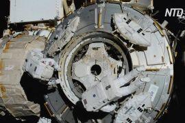 Роберт Бенкен і Кріс Кессіді здійснили вихід у відкритий космос