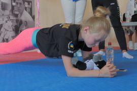 11-річна українська каратистка простояла в планці понад 50 хвилин