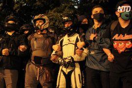 Протестувальники в Білорусі будують барикади й закликають Лукашенка піти геть