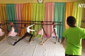 Нігерійський хлопчик прославився після балетного танцю під дощем
