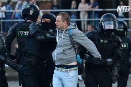 У Білорусії тривають протести й сутички, а головна суперниця Лукашенка виїхала до Литви