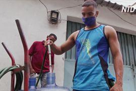 Криза у Венесуелі: люди спорудили саморобний водопровід