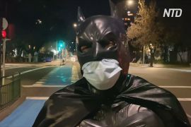 У Сантьяго з'явився свій Бетмен, який годує бездомних