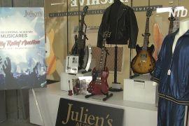 Костюми Елтона Джона й Барбри Стрейзанд виставлять на благодійний аукціон