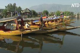 Кашмір приваблює туристів перегонами на шикарах на озері Дал