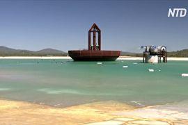 В Австралії гігантський механізм створює штучні хвилі для серфінгу