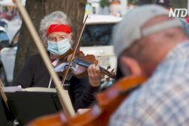 Музиканти Нью-Йоркського філармонічного оркестру репетирують просто неба