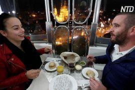 Вечеря із соцдистанціюванням: угорський ресторан запросив гостей на колесо огляду