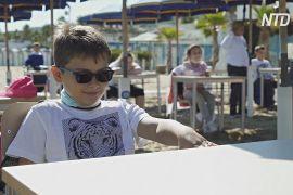 Школа як курорт: італійських дітей навчають на морському пляжі