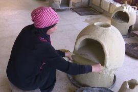 Йорданка робить глиняні печі, щоб випікати традиційні коржі