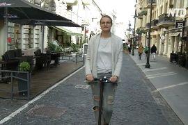 Литовцям платять, щоб вони обмінювали старі авто на самокати та велосипеди
