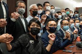 Опозиційні гонконзькі депутати масово подали у відставку через дискваліфікацію їхніх колег