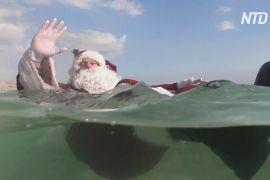 Санта-Клаус встановив різдвяну ялинку посеред Мертвого моря