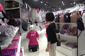 У японському магазині за виконанням карантинних заходів стежить людиноподібний робот