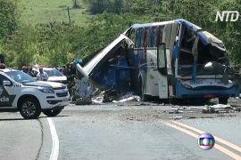 У Бразилії вантажівка зіткнулася з автобусом: щонайменше 40 загиблих