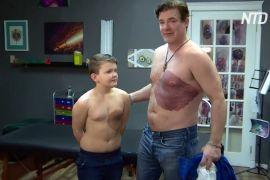 Канадець провів 30 годин під татуювальною голкою на знак солідарності із сином