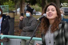 Музична підтримка: грецькі лікарі співають біля лікарень, де лежать хворі на COVID-19