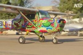 Пакистанський художник замість вантажівок розписує літаки