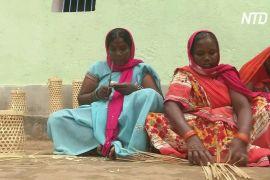 Індійка допомогла односельчанкам заробляти за допомогою плетіння з бамбука