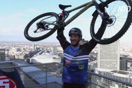 Вертикальний заїзд: французький велотріаліст підкорив 140-метровий хмарочос
