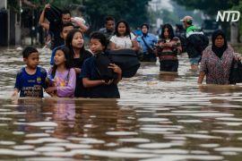 Повені в Індонезії: десятки тисяч людей мусили покинути свій дім