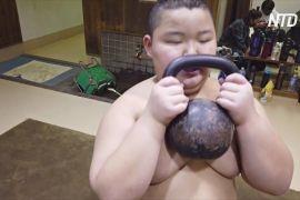 10-річний японський сумоїст важить 85 кг і перемагає суперників старших за себе