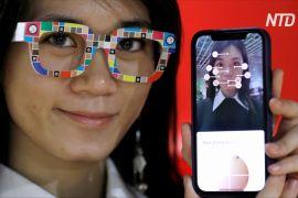 У Японії випустили окуляри, що визначають тон шкіри обличчя